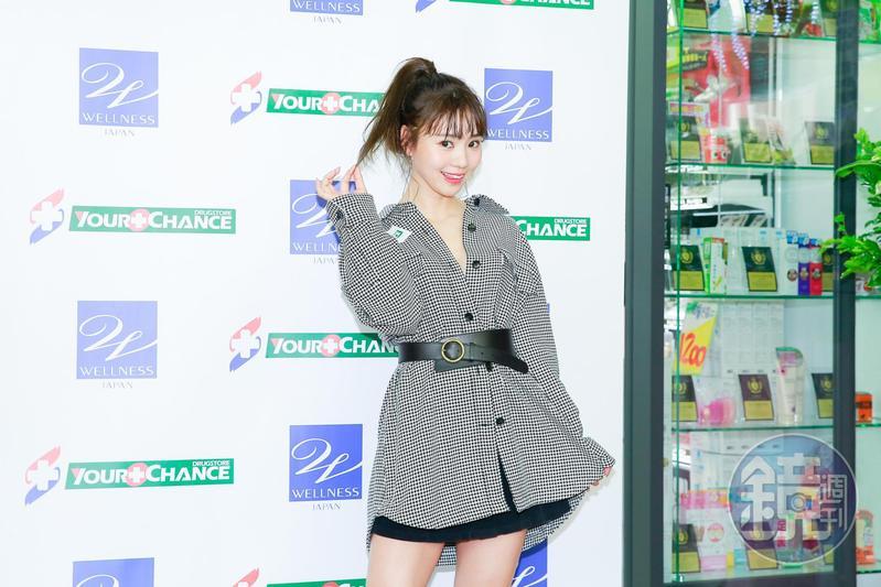 日本模特兒藝人池端玲名為藥妝店站台。