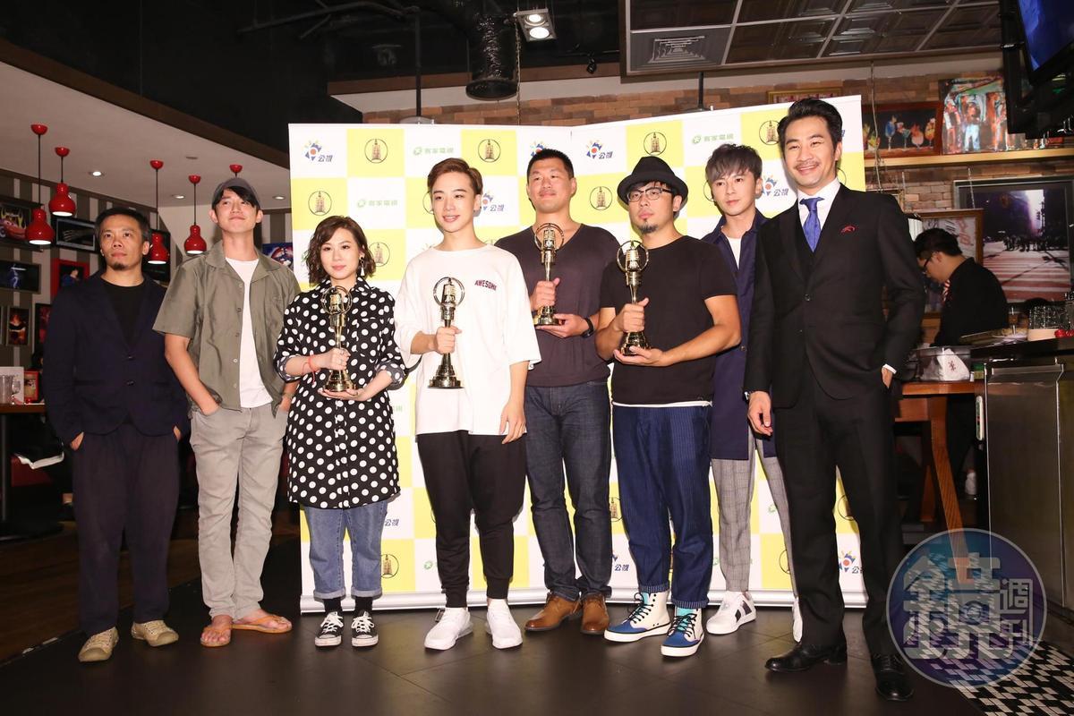 黃健瑋(右1)和李國毅(右2)都表示今年沒奪金不氣餒,明年再來。