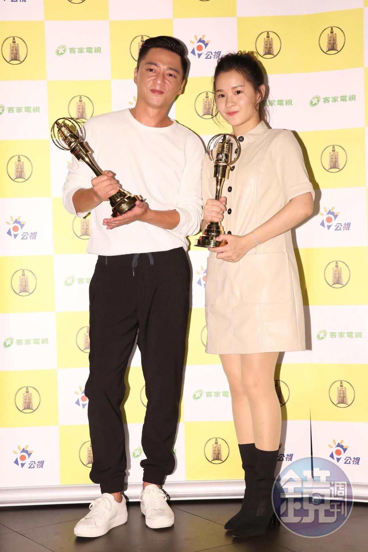 盧以恩(右)和藍葦華以人生劇展《青苔》拿下2金。