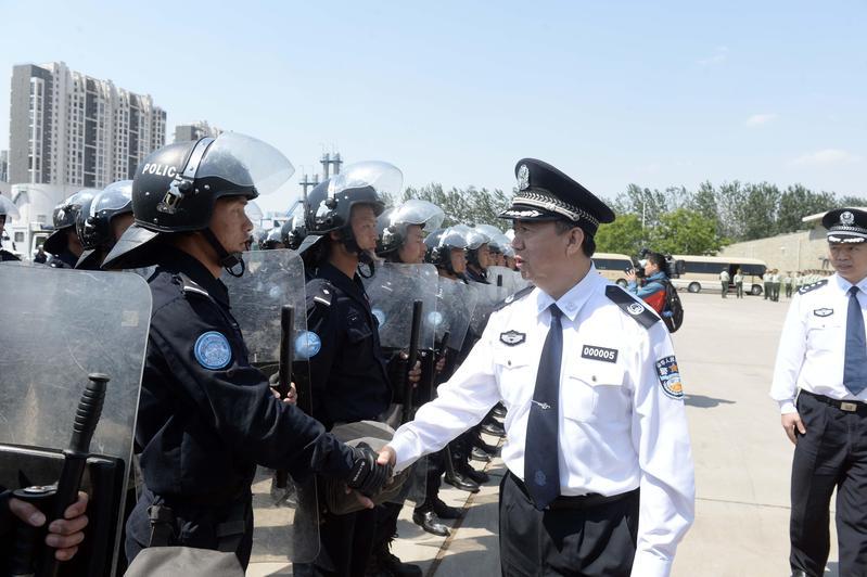 中國官媒昨(7)日證實,孟宏偉(右2)涉嫌違法,目前正接受國家監委調查。(東方IC)