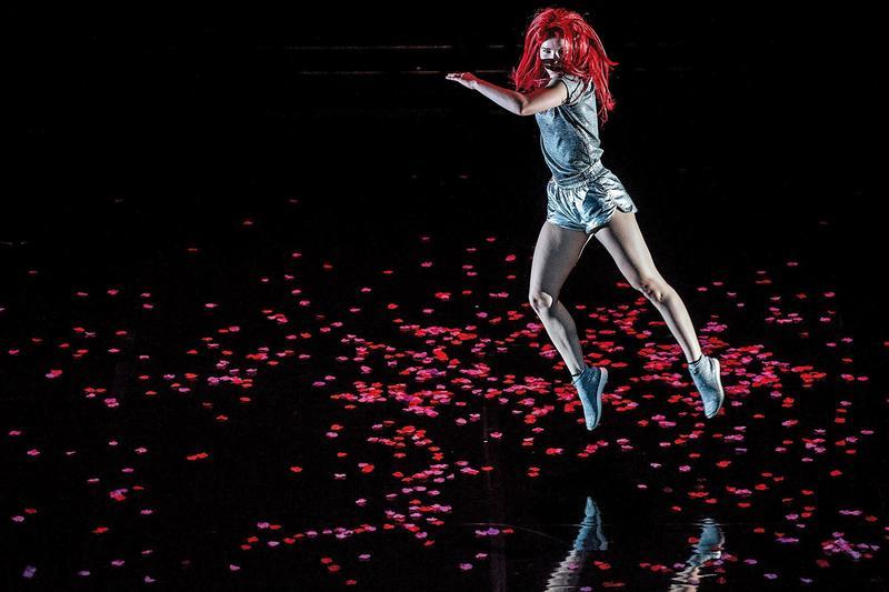 Le Guess Who?音樂節以獨立創新為號召,邀請的表演者如編舞家Nicole Beutler的舞蹈帶給觀眾與眾不同的感受。(LGW提供╱Tim van Veen攝)