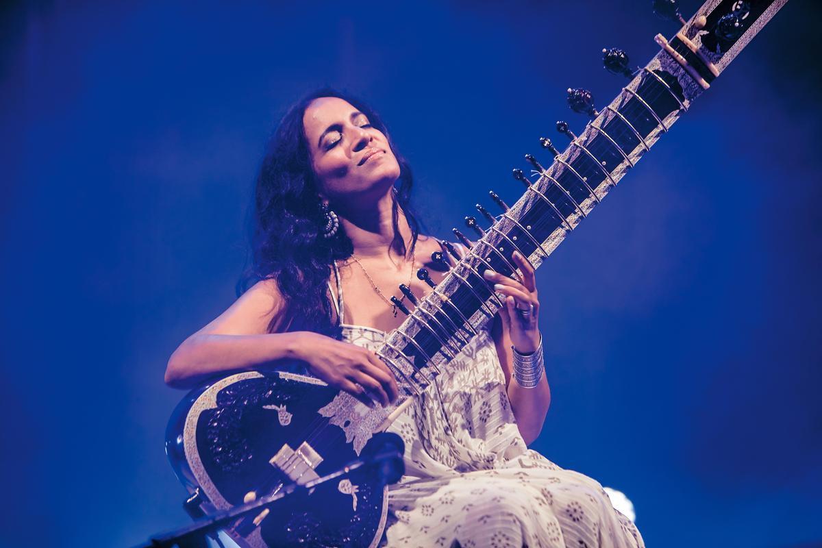 印度西塔琴創作樂手安努許卡香卡,今年將出席 Le Guess Who?音樂節,並與荷蘭Metropole管弦樂團同台表演。(東方IC)