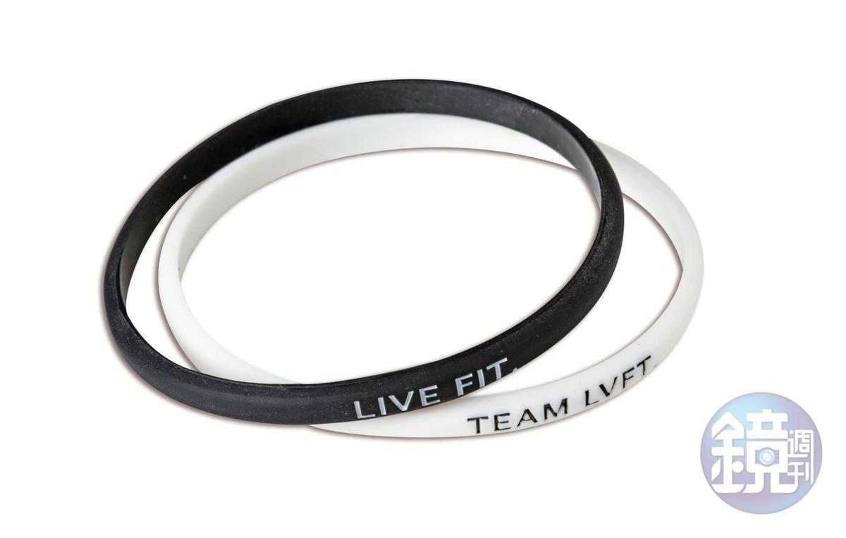 TEAM LVFT黑白雙色手環,共約NT$1,000。