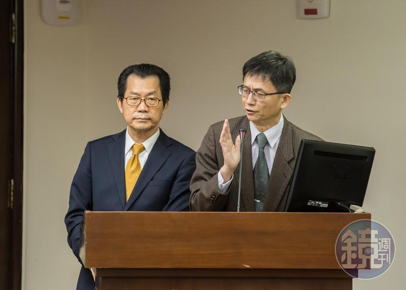環保署副署長詹順貴(右)在臉書發聲明表示請辭,儘管署長李應元(左)拒收辭呈,他仍辭意甚堅。
