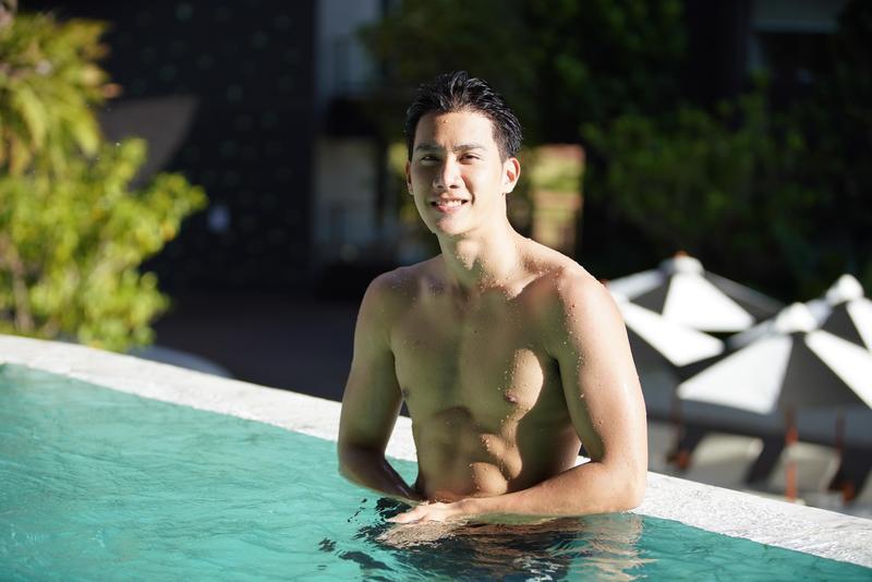 Tul在泰國BL劇《醉後愛上你2》中經常坦胸露乳展「肌」情。(CHOCO TV提供)