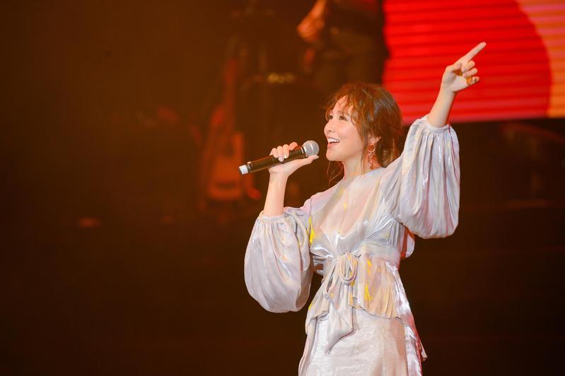 梁文音在澳門舉辦《副駕駛座的風景》演唱會,出道10年累積不少經典歌曲。(澳門星娛樂∕讚娛樂提供)