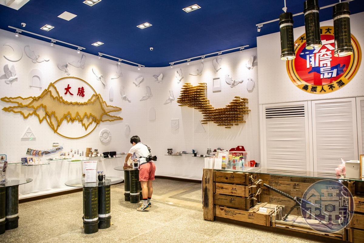 紀念傳令兵賴生明的「生明廳」,內部已改建成旅客服務中心與文創商品區。