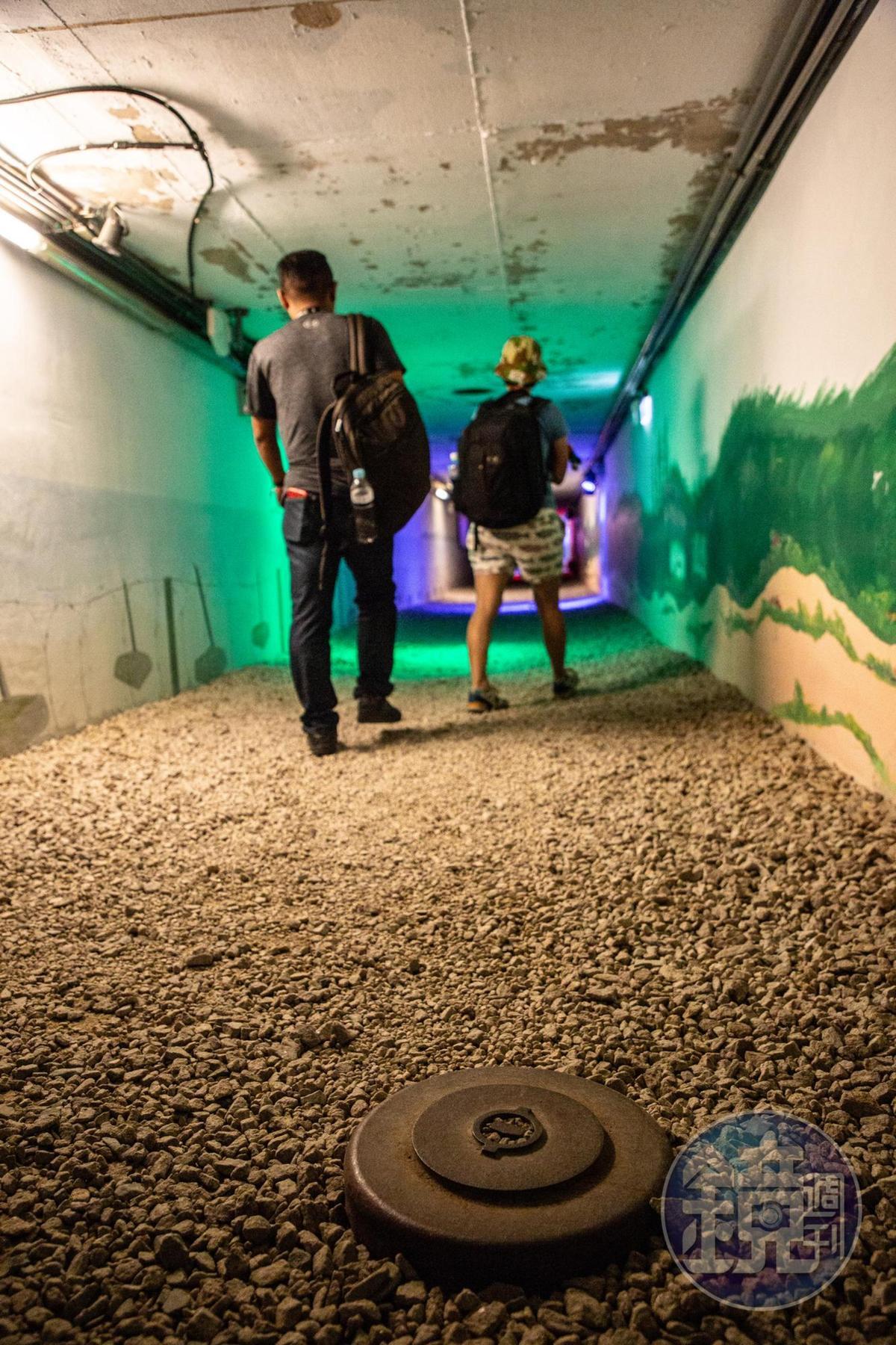 聲光效果俱佳的地雷步道,只要每經過一個地雷,就會響起隆隆爆炸聲。
