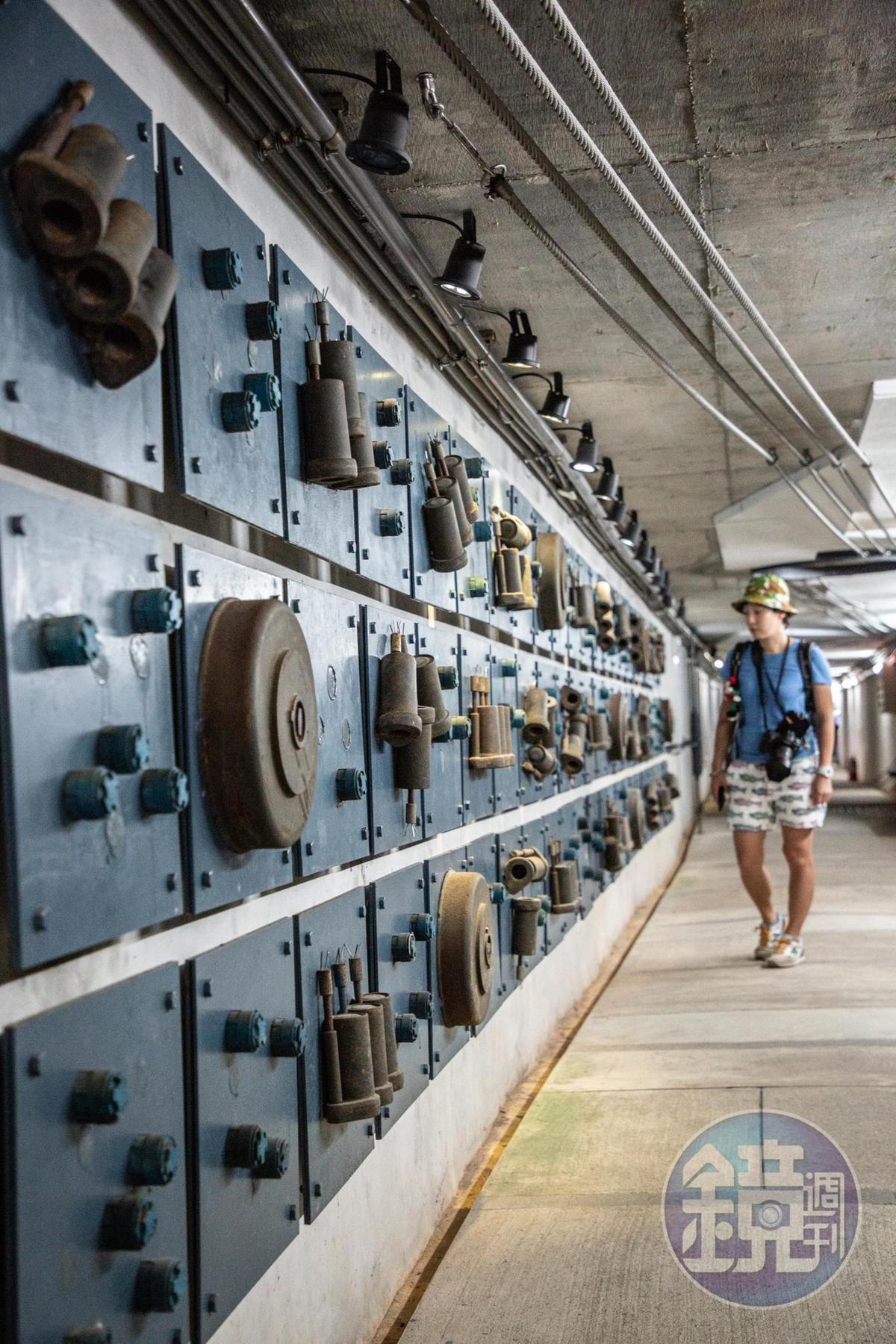 建在坑道裡的「地雷主題館」,展示著世界各國地雷。