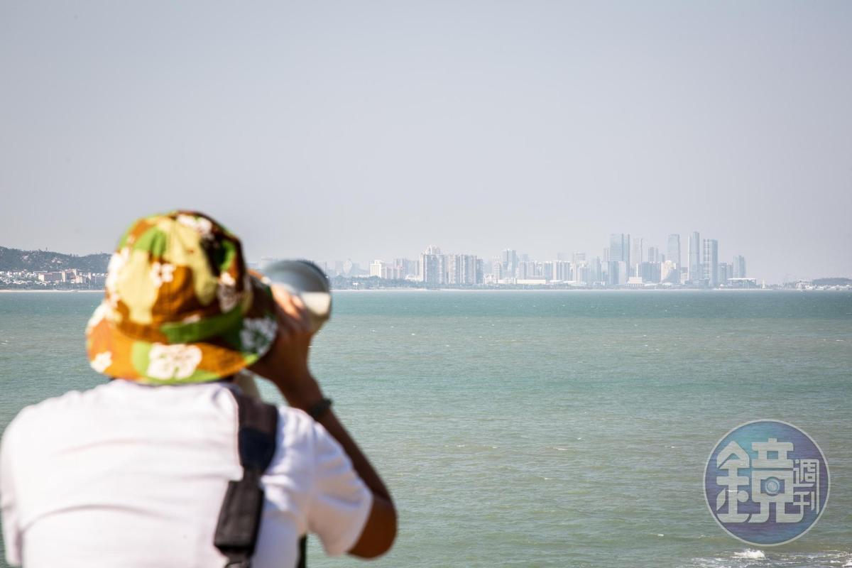 大膽島距離廈門僅4.4公里,天氣晴朗時,就算沒望遠鏡也能清楚窺見廈門的城市高樓。