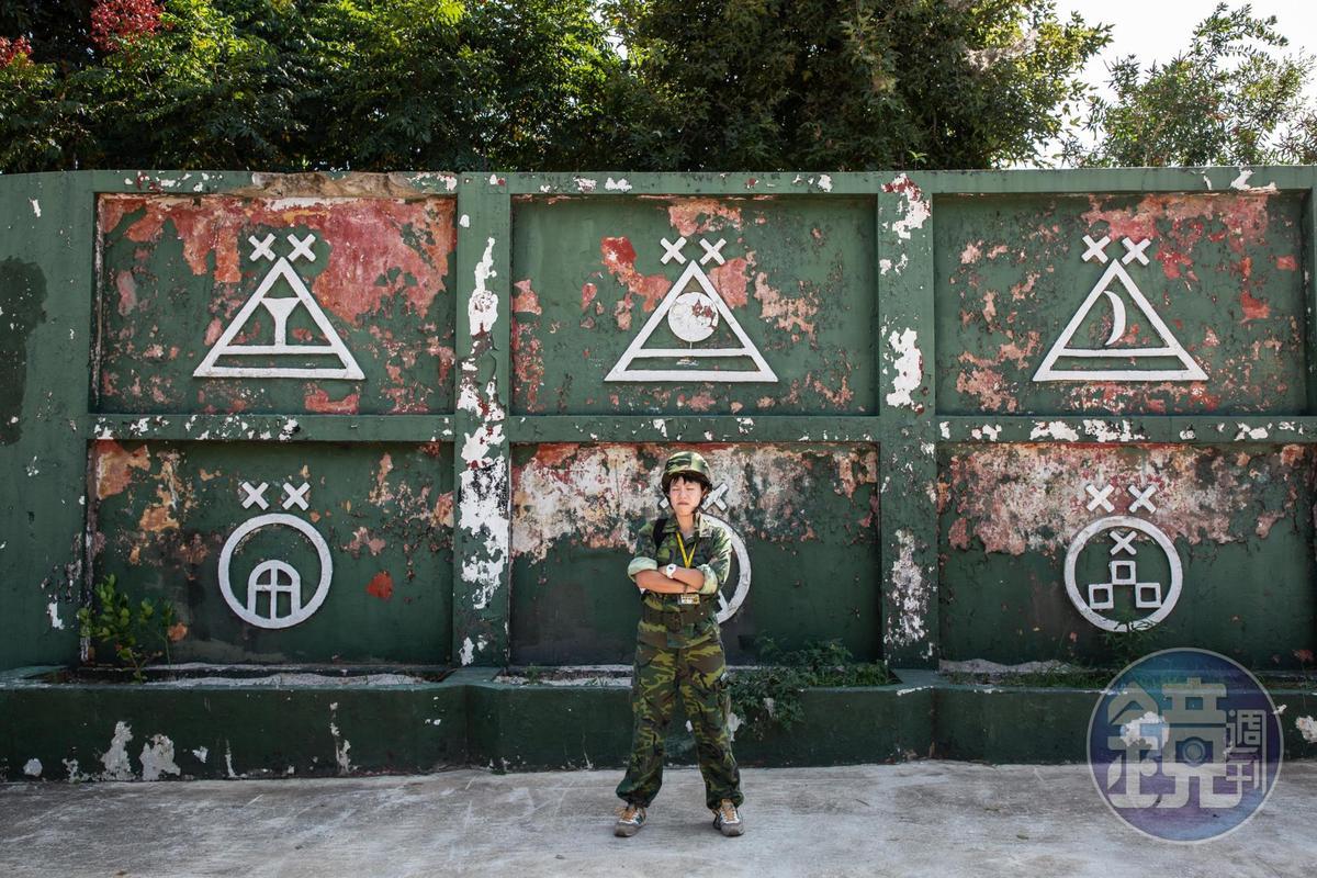 站在營區前的舊牆拍照,能捕捉下戰地的滄桑感。