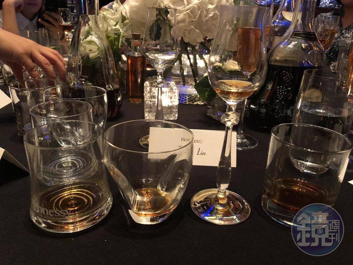 4款風味各有特色的干邑,分別以4種酒杯呈現。
