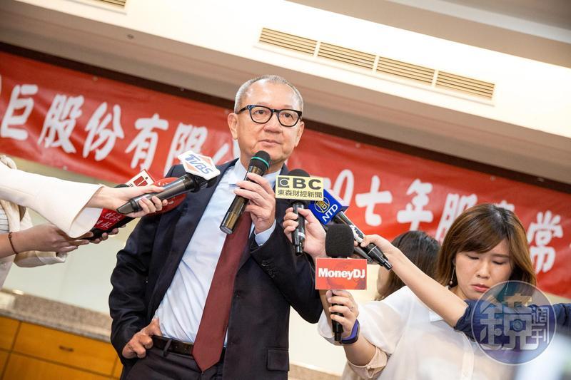 國巨董事長陳泰銘今年8月初說:「對被動元件展望,比股東會的時候還要好!」上週國巨卻改口展望保守。