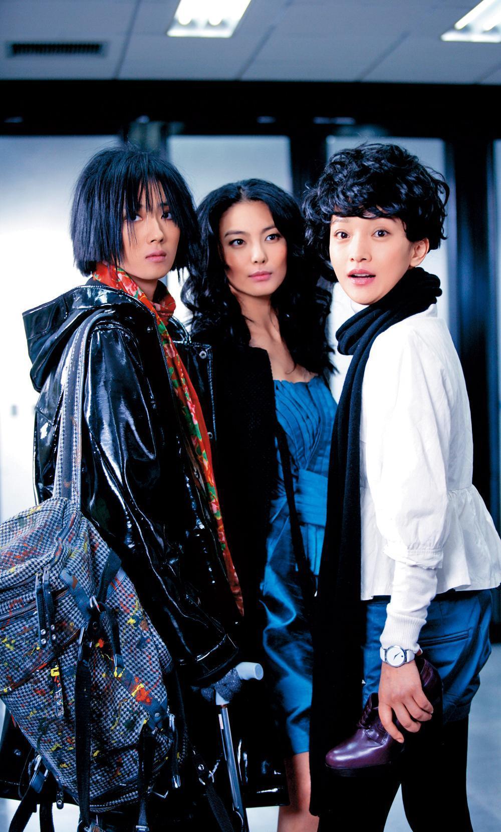 桂綸鎂(左)演出徐克執導的《女人不壞》,與張雨綺(中)、周迅(右),詮釋三位女人在北京的愛情冒險故事。(東方IC)