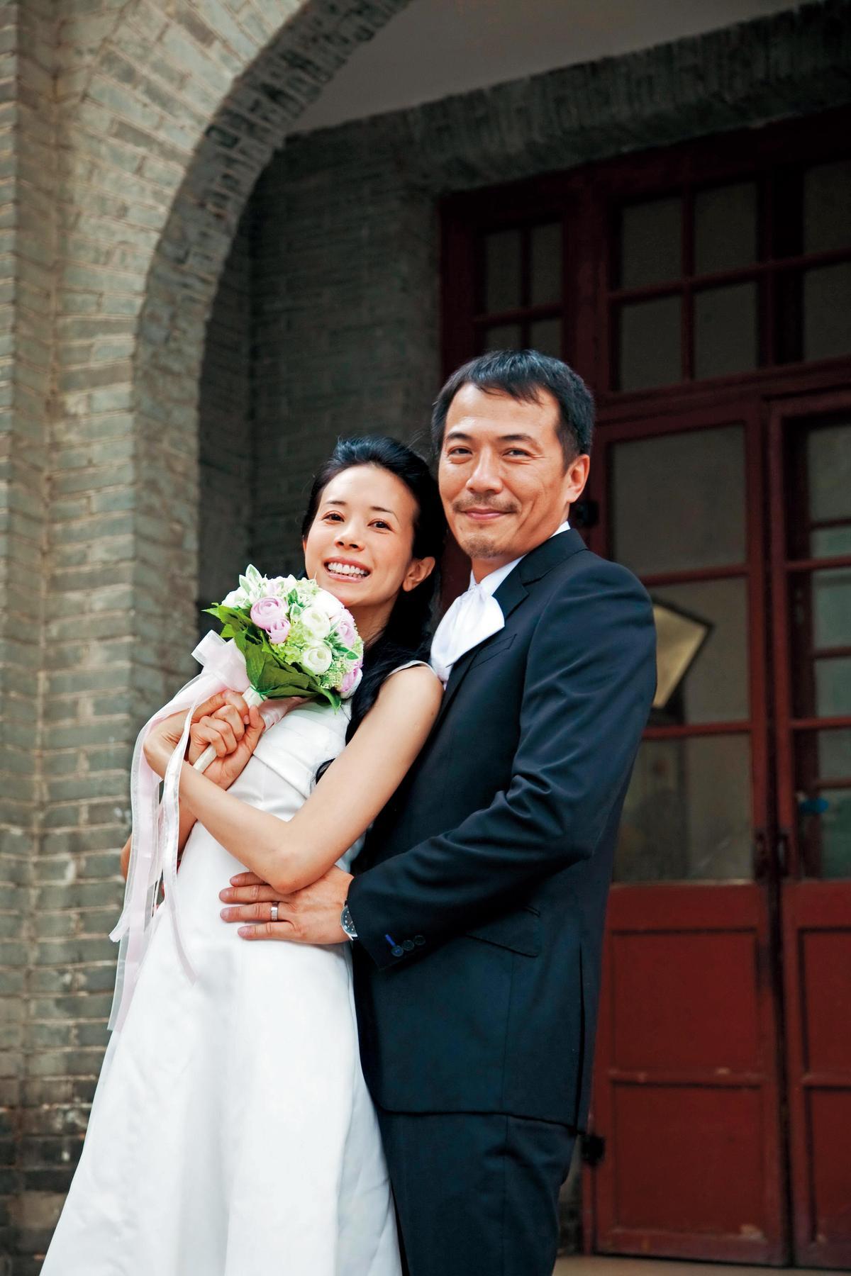 戴立忍在2010年演出的《萬有引力》,與莫文蔚飾演一對遭遇7年之癢的夫妻。(東方IC)