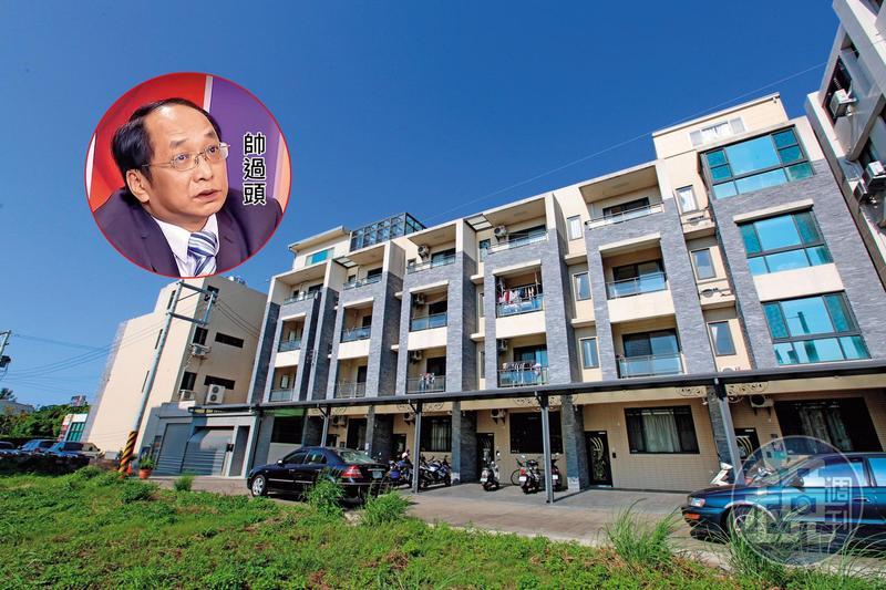 帥過頭組團喊進的「真程典藏」建案位於苗栗竹南,4年前1戶開價1,400多萬元,如今行情不到900萬元。