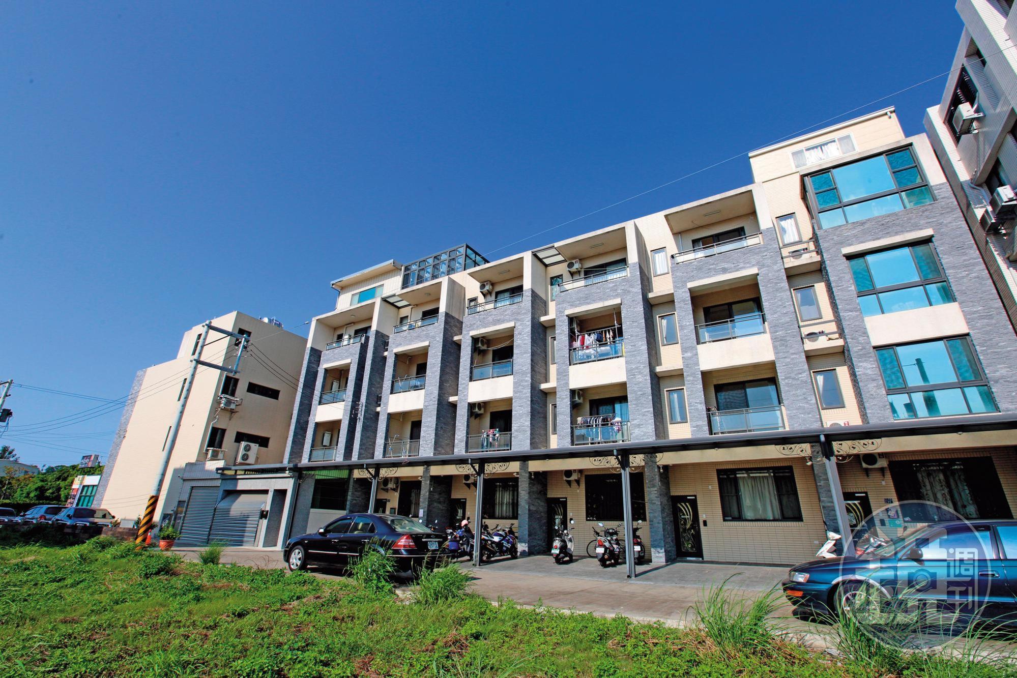 真程典藏建案位於苗栗竹南,4年前1戶開價1,400多萬元,如今行情不到900萬元。