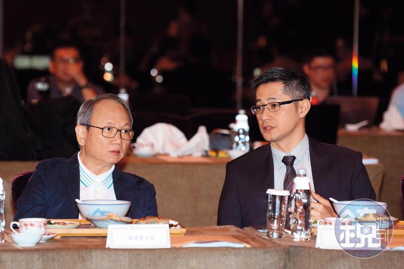 趙文嘉(右)性格內斂沉穩,與父親趙藤雄雖然外形都屬瘦高型,但父子性格烔異。左為法藍瓷總裁陳立恆。