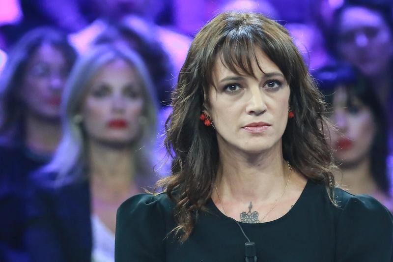 義大利演員兼歌手艾希亞阿基多因性醜聞事件,取消和Le Guess Who?的合作。(東方IC)
