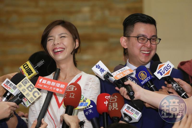 時代力量立委洪慈庸與台中市新聞局長卓冠廷去年完婚,昨宣布預計明年春天寶寶就會誕生。