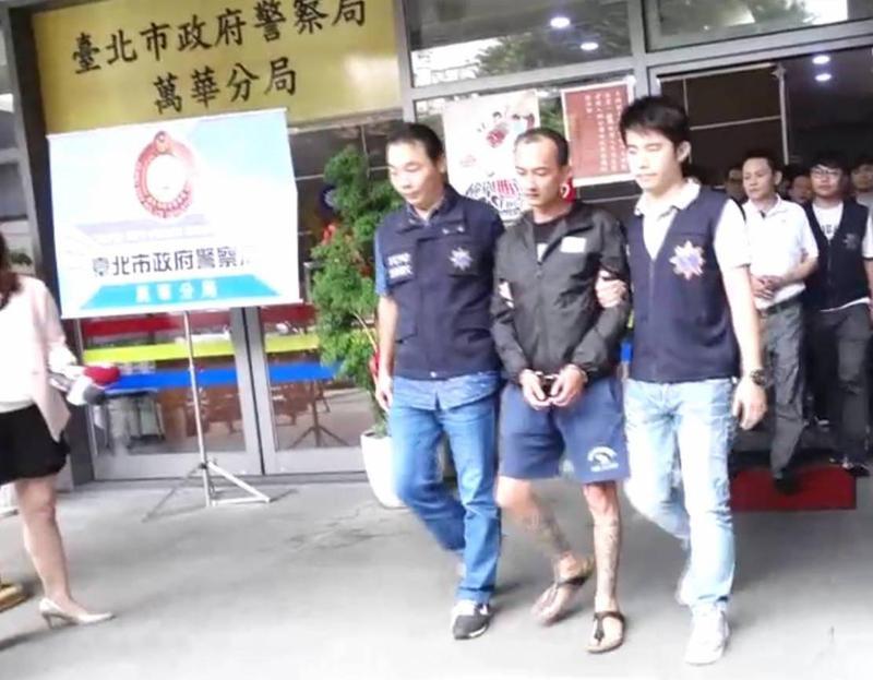 萬華「華西街幫」陳明傑遭檢警拘提到案。(警方提供)