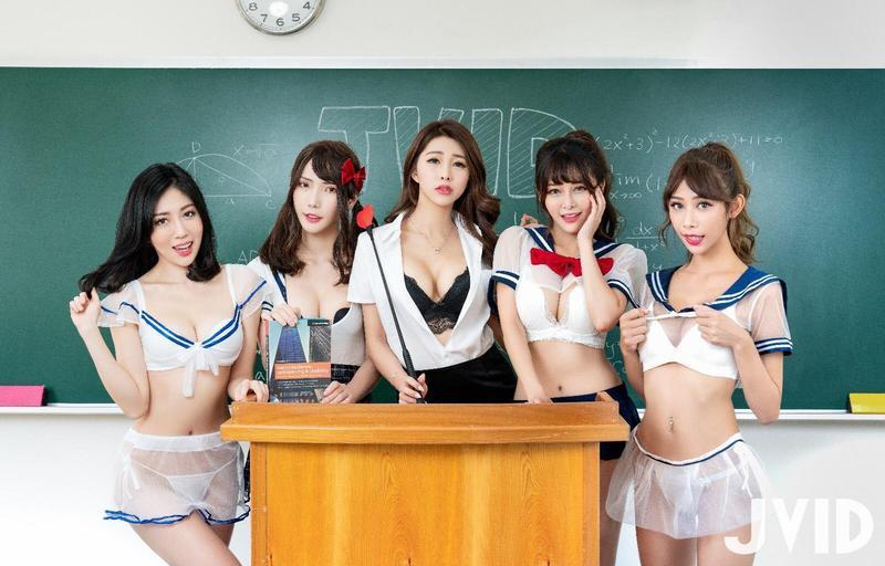 JV Girls珍琳(左起)、羽沫、lvy、安希、步步拍攝「誘惑高校生」系列。(JKF提供)