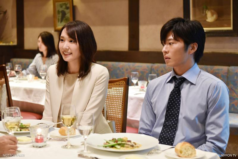 田中圭在《無法成為野獸的我們》飾演新垣結衣男友,卻還與前女友同居在一起。(KKTV提供)