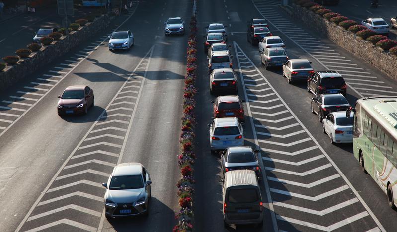 交通局宣布與和運租車iRent服務,在台北市區試辦半年的共享汽車,供民眾隨借隨還。(東方IC)