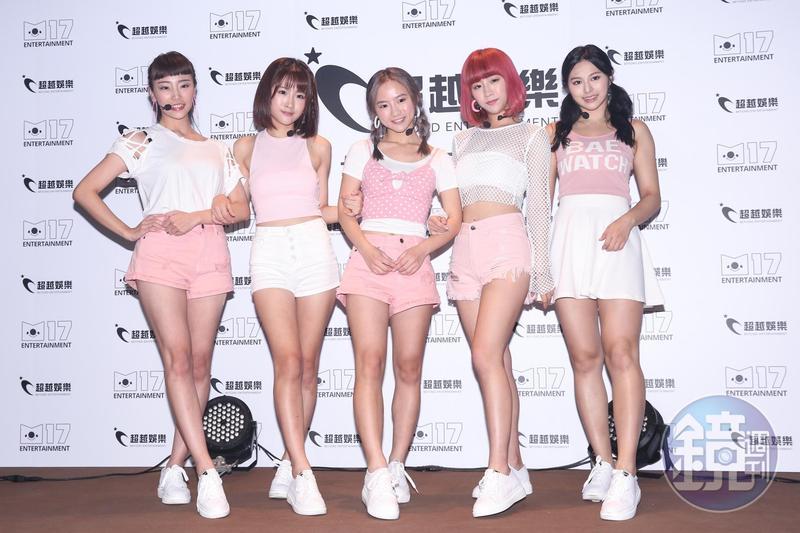 新女團5TEAM,由典薇(由左至右)、凱伊、詩媛、阮糖及苡瑄組成。