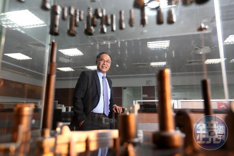 宇隆董事長劉俊昌從鐵皮工廠作業員做起,帶領公司成為深耕汽車產業的精密金屬零件製造大廠。