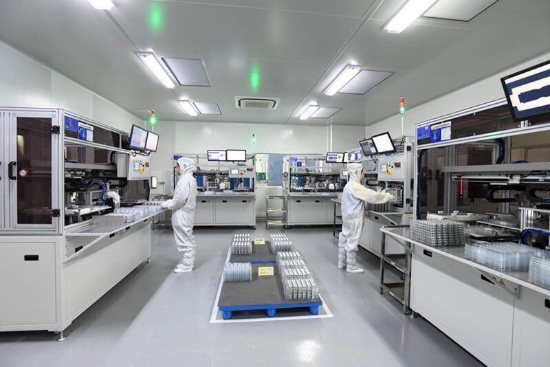 劉俊昌12年前開始積極切入自動化檢查,圖為關係企業浙江宇鑽廠內的無塵自動化全檢區。(宇隆科技提供)