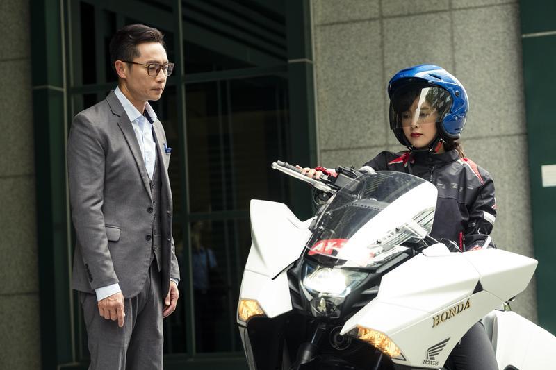 大元騎著重機在《初戀的情人》中帥氣出場。(TVBS提供)