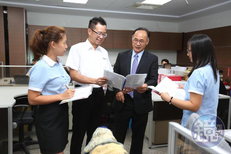 劉俊昌笑稱自家公司同事多半都是「老實型」,「走在路上很容易被搶」。