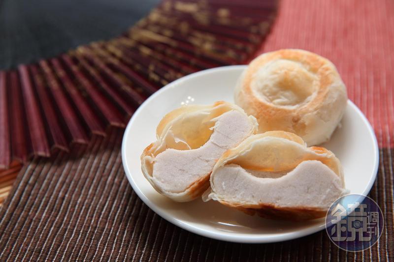 雪花齋的特色產品「白豆沙」以花豆為內餡,口感柔軟綿密。