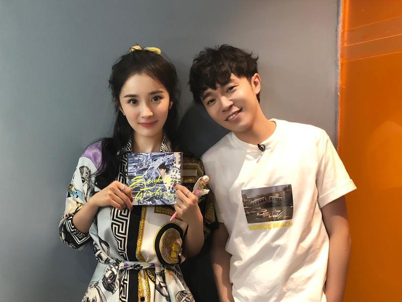 青峰(右)為楊冪主演電影《寶貝兒》創作同名主題曲。(大房小山音樂提供)