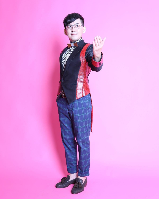 《中華電信Hami樂團新勢力》節目由黃子佼與LULU共同主持。