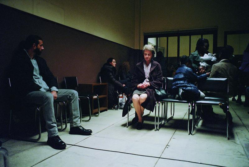 夏綠蒂蘭普琳飾演一位生活陷入孤獨及罪孽痛苦的主婦,觀眾不知道她到底發生了什麼事,電影氣氛卻輕易將觀眾拉入憂鬱中。(鏡象提供)