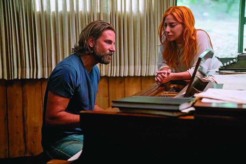 電影有2位明星撐場,女神卡卡的演技和布萊德利庫柏的歌喉都令人驚豔,布萊德利首度執導長片出手不凡。(華納提供)