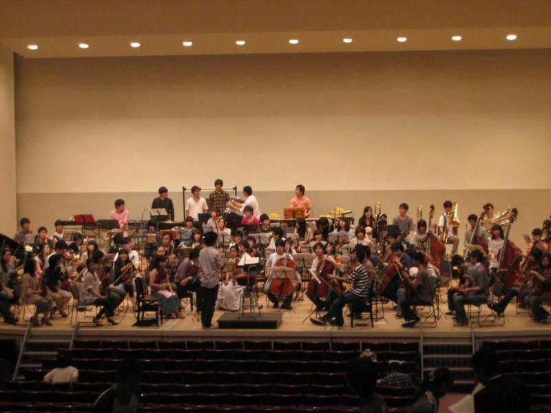 本庶佑曾參與過的京都大學交響樂團團練一景。(京都大學交響樂團官網)