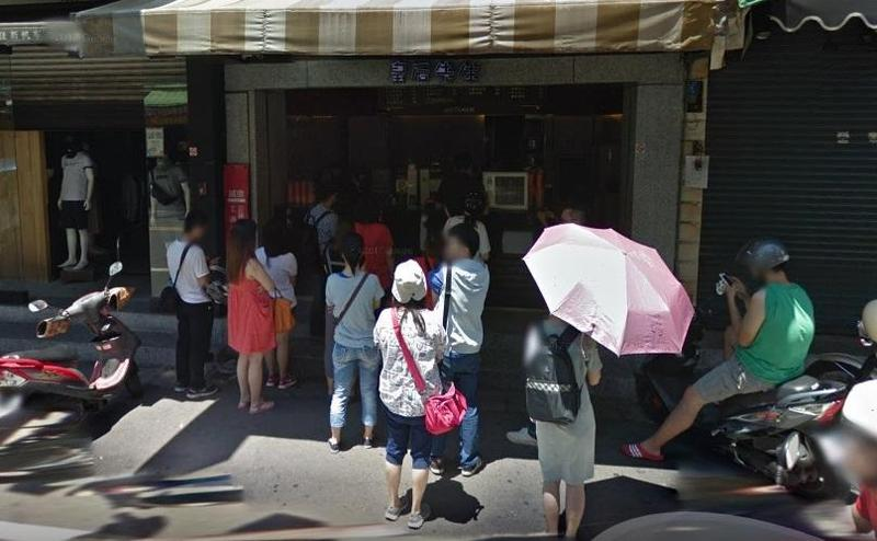 中原夜市知名手搖飲店「皇后先生」陪伴許多桃園中壢人長大,網友不捨再也喝不到了。(翻攝自Google Map)