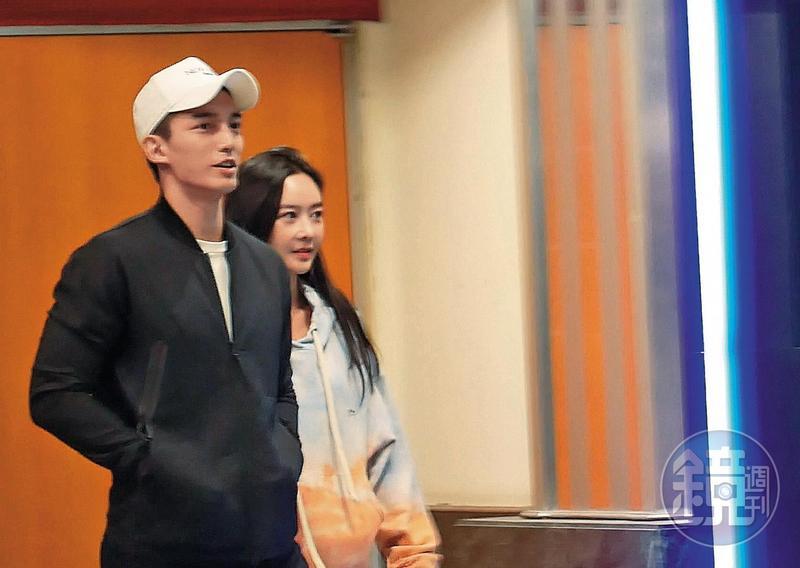 本刊直擊王家梁帶著新對象前往台北京華城看電影,兩人一身運動休閒風,外型頗為登對。