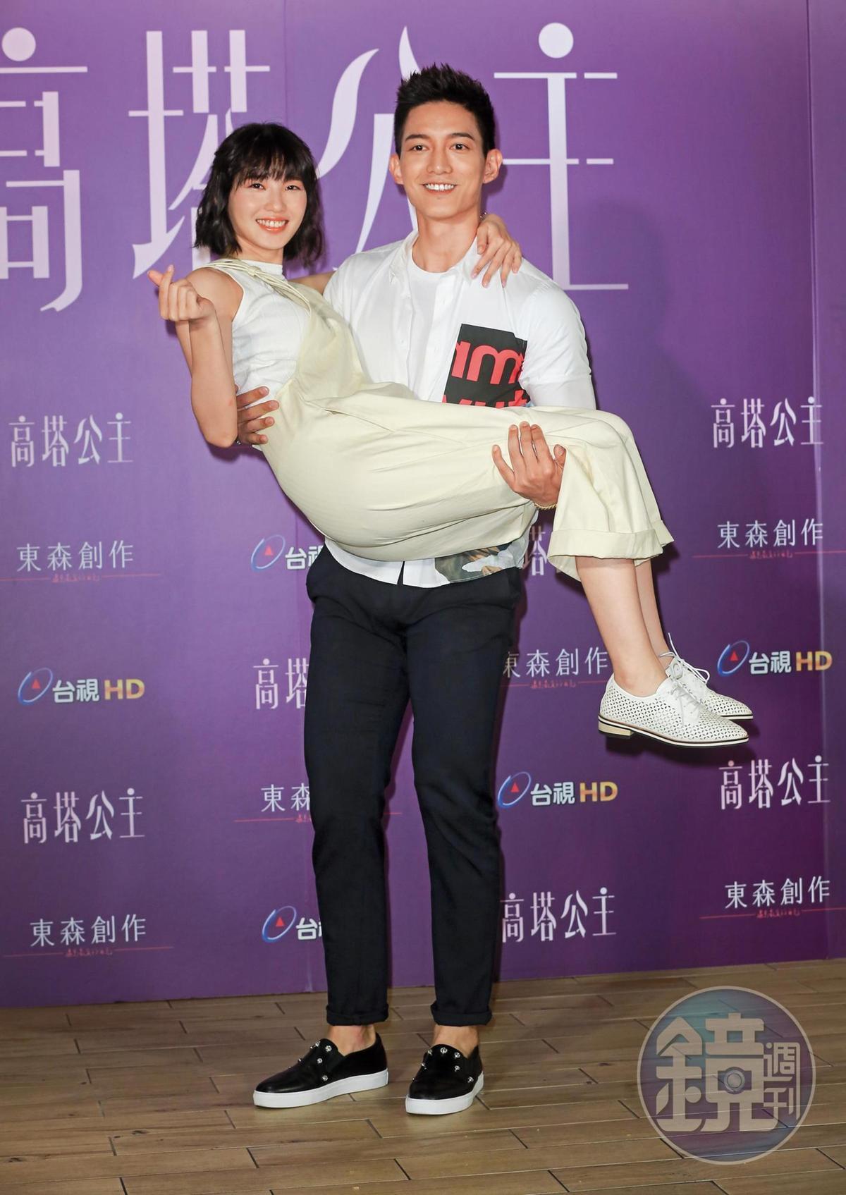 近期王家梁(右)與王牧雨(左)合演電視劇《高塔公主》,拍戲前跟曾沛慈就已戀情告吹。