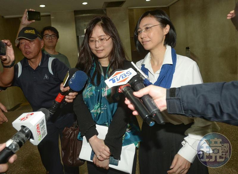 呂安妮離開地檢署時,媒體大陣仗包圍採訪,她僅低調說:「謝謝大家關心。」