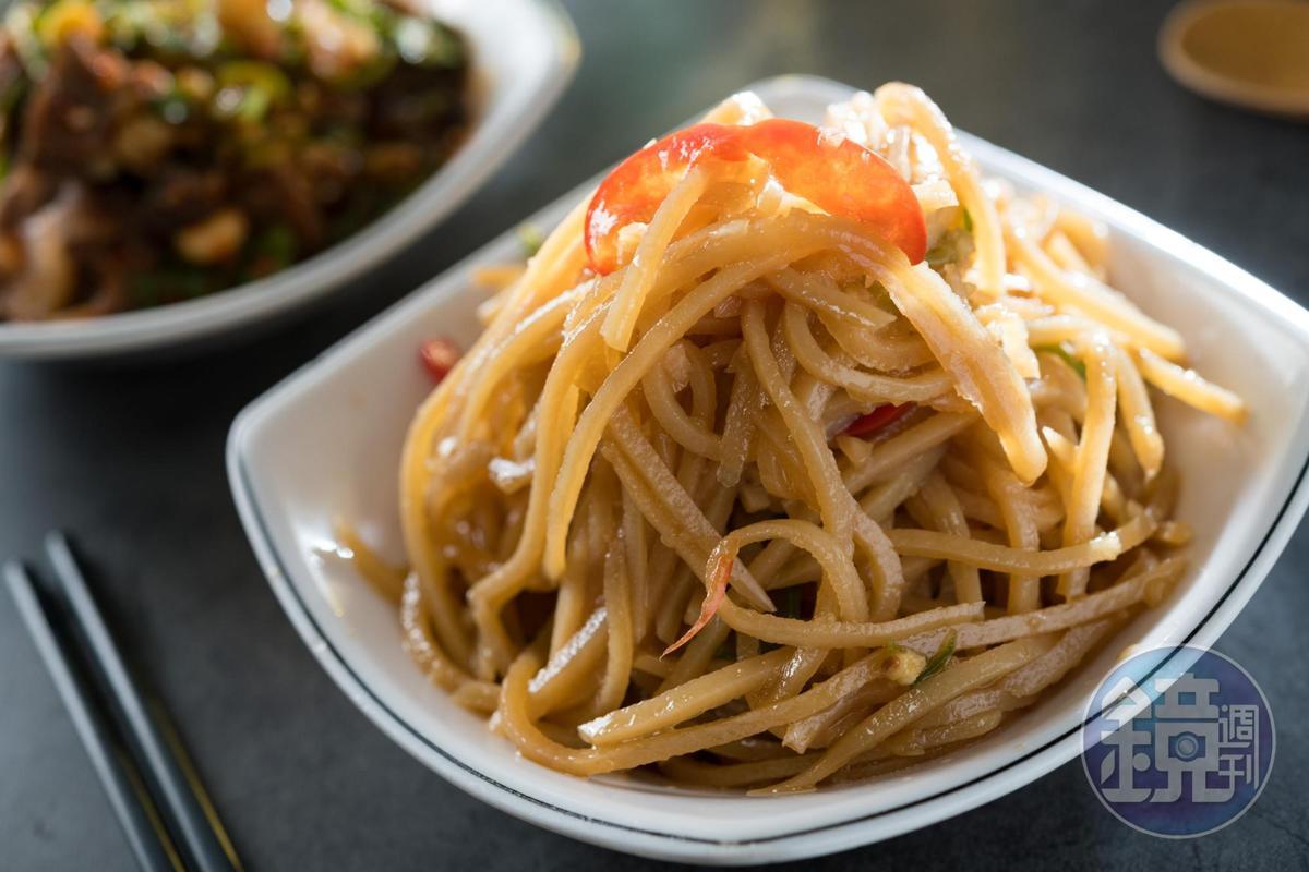 「涼拌土豆絲」軟而不爛,保有馬鈴薯的脆度,酸甜開胃。(45元/份)