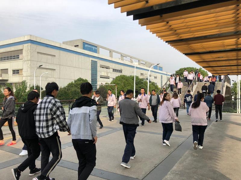 和碩為力拚能讓iPhone XR能在10月26日順利全球鋪貨,已在華東4大廠區召集人力並做好訓練,要打破外面缺工缺料的傳言,全力生產。(讀者提供)
