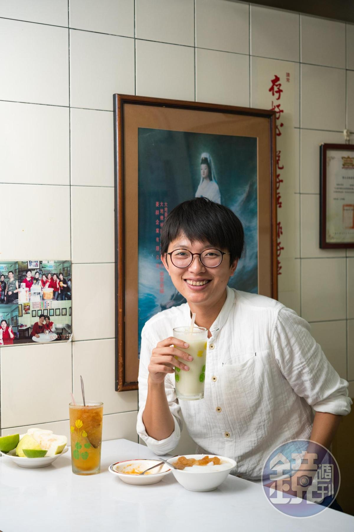 雖然鳳梨冰有名,在地人王莉鈞說芭樂檸檬汁才是「巷子內」的代表。