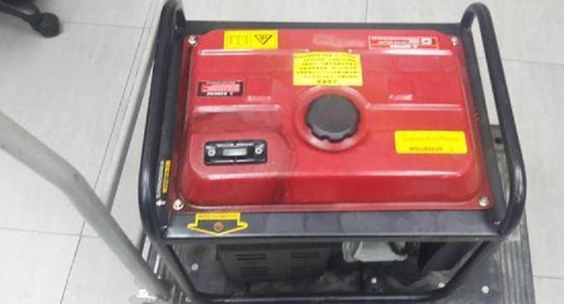 新竹市議員李妍慧競選宣傳車內的發電機遭竊走。(警方提供)