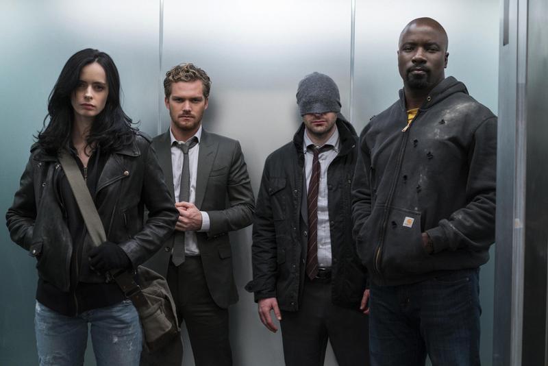 潔西卡瓊斯(左起)、鐵拳俠、夜魔俠、盧克凱吉曾在《漫威捍衛者聯盟》團結對抗惡勢力,但如今只剩2位還有獨立影集可以發展下去。(Netflix提供)