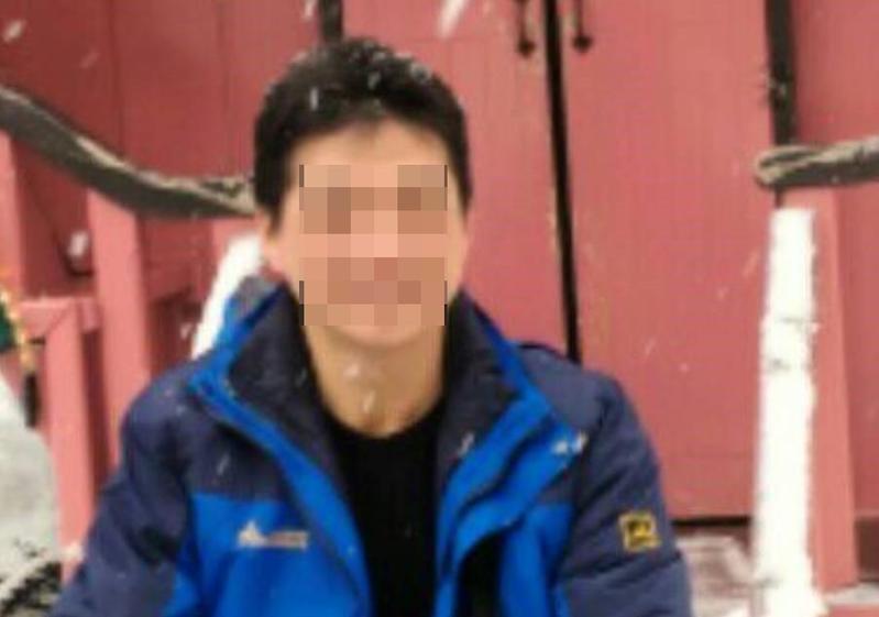 在台東經營餐廳的黃姓男子(圖),今天(21日)就在翻覆的普悠瑪第六節車廂,他說列車過瑞芳時就曾兩度緊急煞車。
