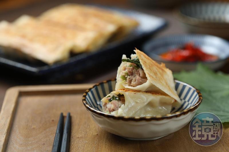 清香不膩的「紫蘇葉煎餃」,是「餃子樂」的招牌料理。